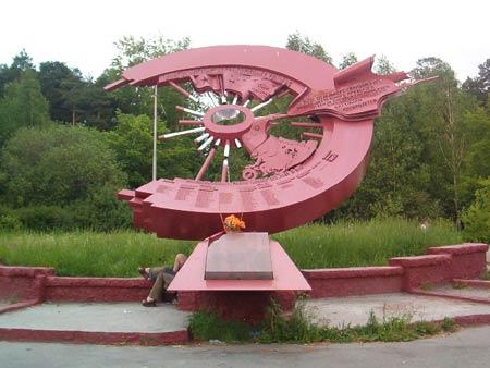 Памятник разведчикам мотоциклистам в екатеринбурге памятники из габбро цена букинского