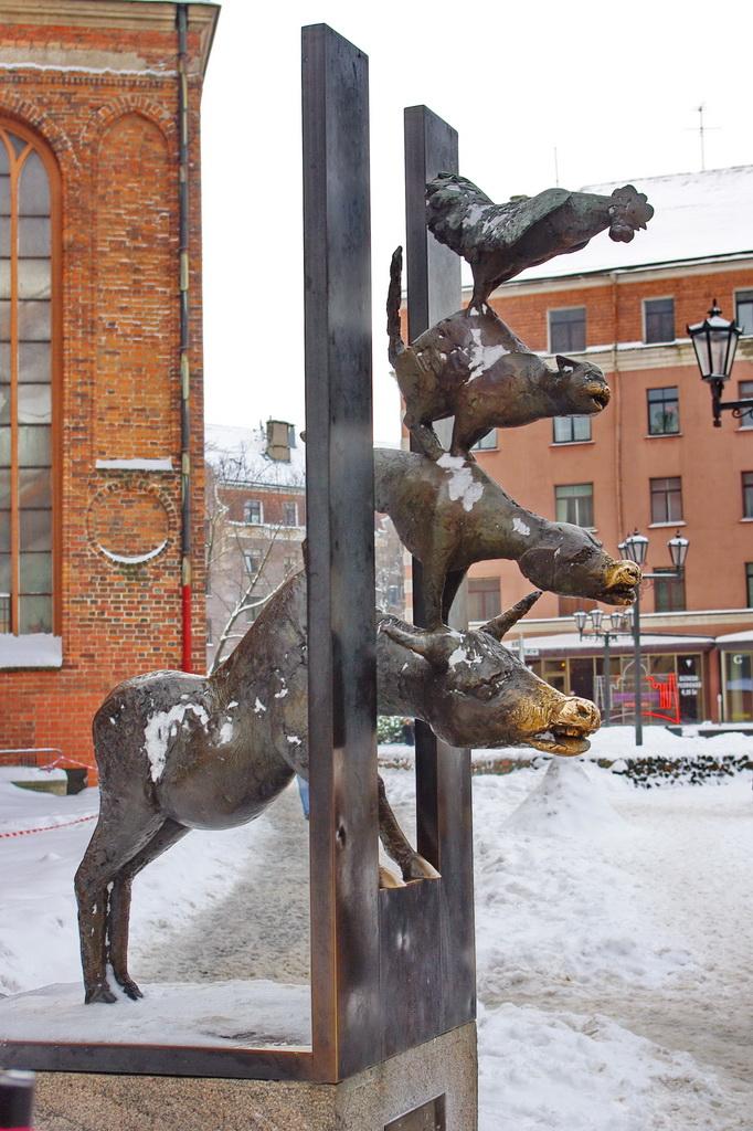 Памятники в москве с названиями животных гранитные памятники фото энгельс