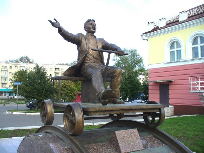 памятник Йывану Кырли в Марий Эл