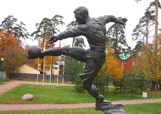 Памятник с семейный Бобров Лампадка из габбро-диабаза резная Сычевка