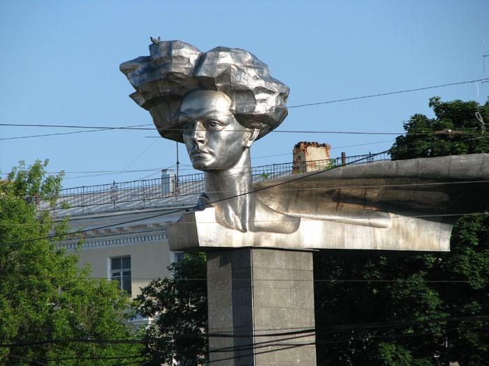 Памятники в москве самые известные люди заказать памятник в саратове усть каменогорске