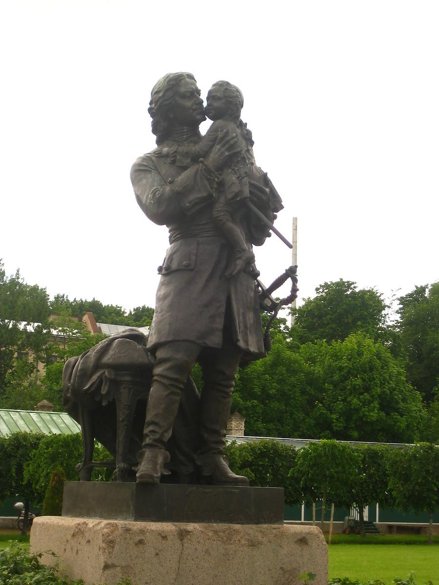 Элитные скульптурные памятники нашего города нижнего новгорода исторические памятники ялты