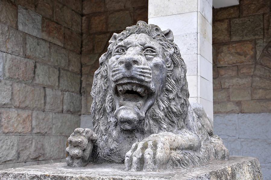 Изготовление памятники в санкт петербурге львам  мне изготовление портретов на памятников фастов