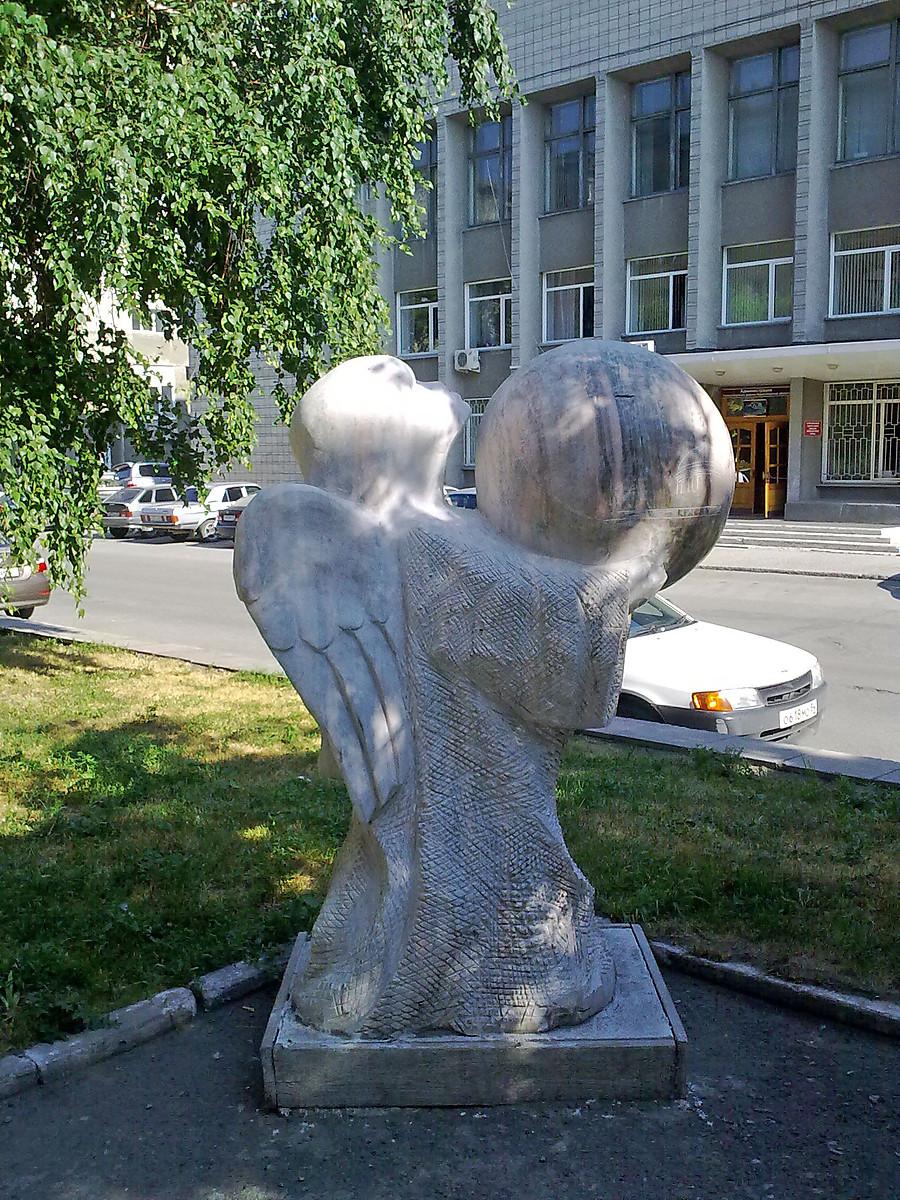 Памятник с ангелом Рубцовск памятник из цветного гранита Печоры