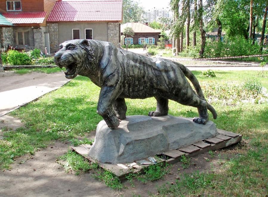 Памятник тигр в Новосбирске