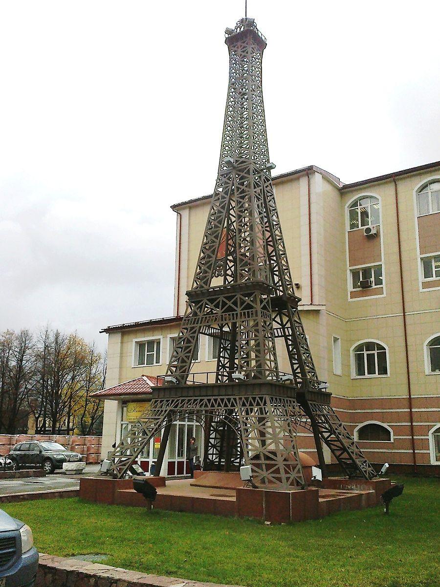 Памятники в москве башни и их названия установка памятника на могилу своими руками