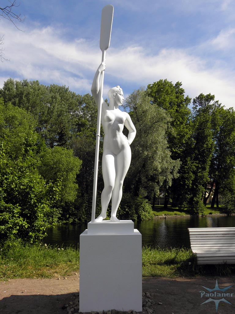 Девушка с веслом картинка