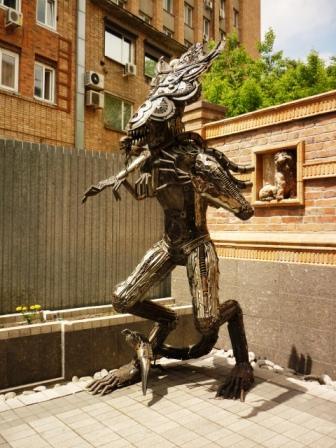 Памятник Чужой во Владивостоке