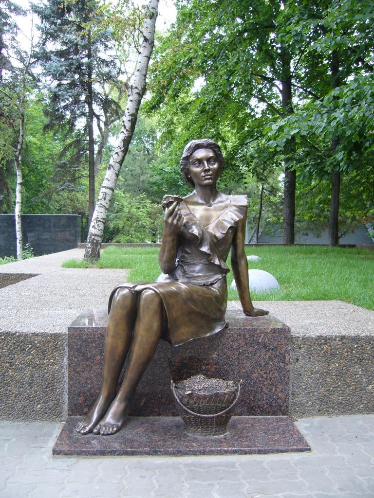 Памятник цветочнице цены на памятники нижний новгород Невинномысск