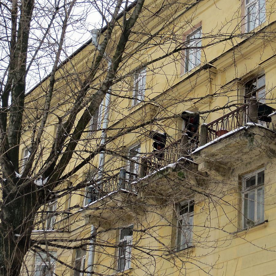 Светофоры на балконе в Петербурге